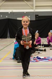Elisa Veenstra van V.I.O.S. Kootstertille, uitkomend bij de kids, won een Fries Pompebledsje (Foto DL Twirl Sport Fotography)